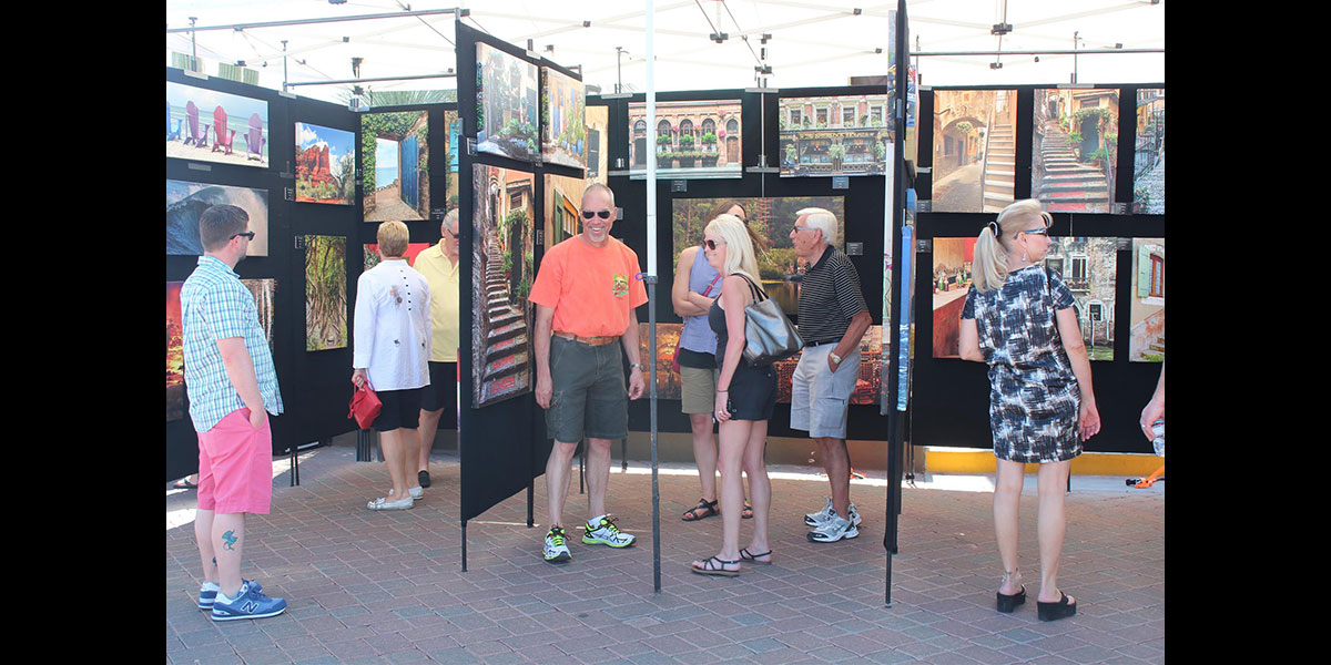 Stagecoach Village ~ Art On The Plaza